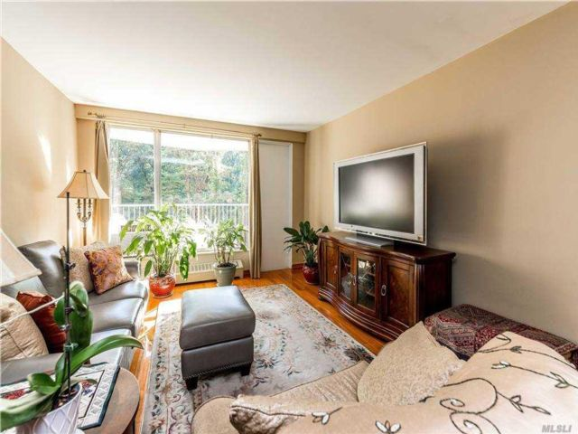 2 BR,  1.00 BTH High rise style home in Glendale