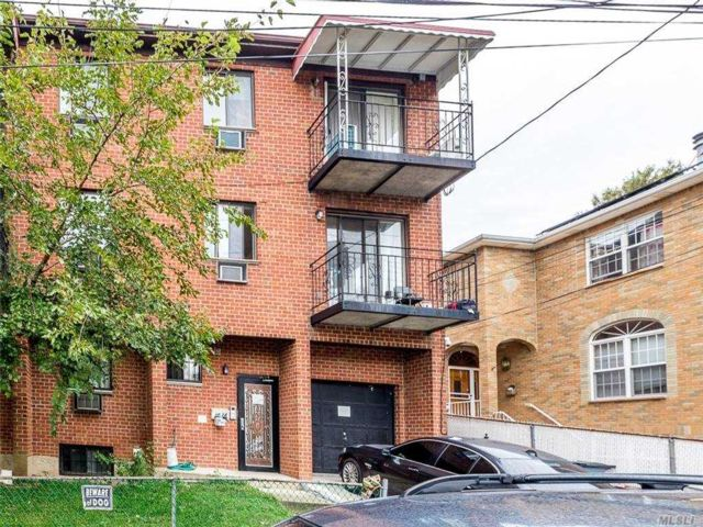 8 BR,  5.00 BTH Contemporary style home in Flushing