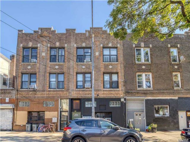 8 BR,  3.00 BTH Other style home in Ridgewood