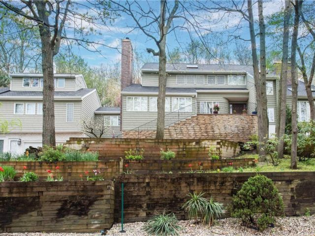 6 BR,  5.00 BTH Colonial style home in Port Jefferson