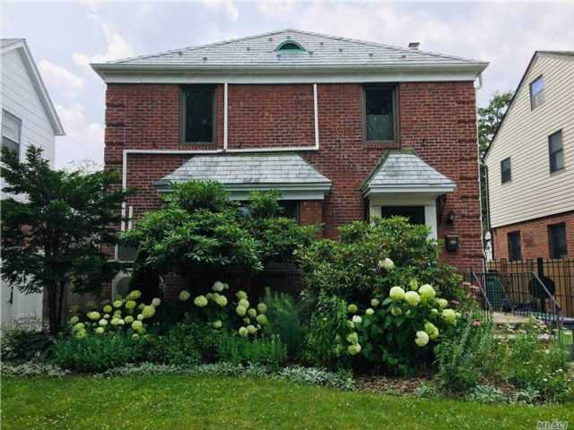 3 BR,  3.00 BTH  Apt in house style home in Fresh Meadows