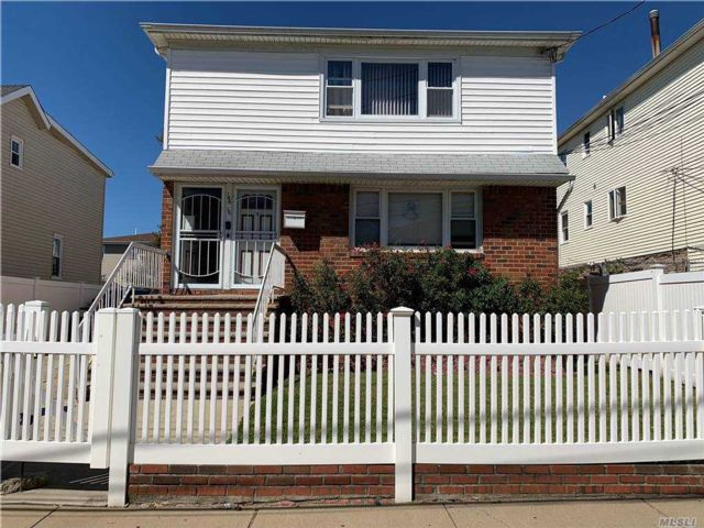6 BR,  3.00 BTH  2 story style home in Springfield Gardens