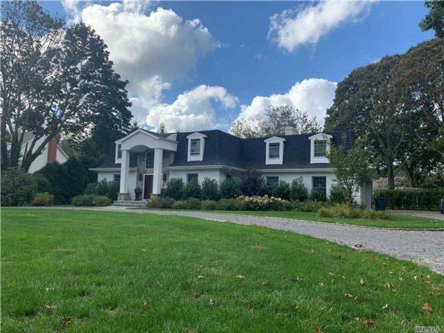 5 BR,  4.00 BTH Colonial style home in Laurel