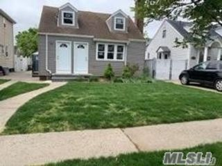 2 BR,  3.00 BTH Cape style home in Bellerose