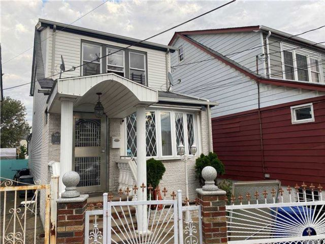 3 BR,  1.00 BTH Colonial style home in Richmond Hill
