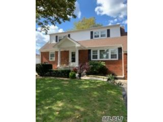 1 BR,  1.00 BTH Exp cape style home in Deer Park