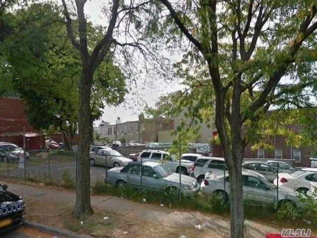 Lot <b>Size:</b> 30x125 Land style home in Ridgewood