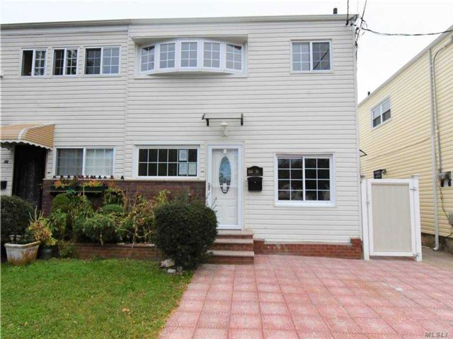 4 BR,  2.00 BTH Colonial style home in Rosedale