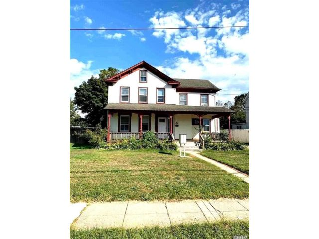 Studio,  1.00 BTH  Multi family style home in Patchogue