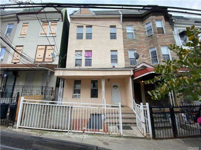 8 BR,  3.00 BTH  Other style home in Morrisania