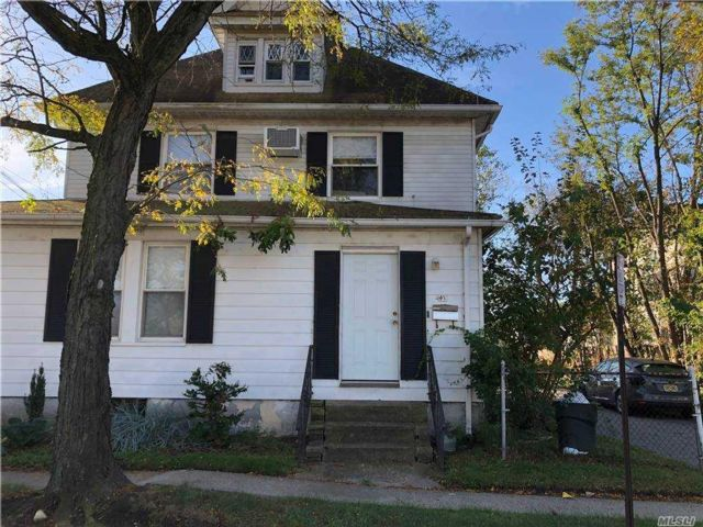 5 BR,  2.00 BTH Duplex style home in Freeport