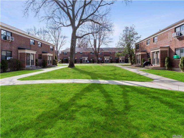 [Oakland Gardens Real Estate, listing number 3167491]