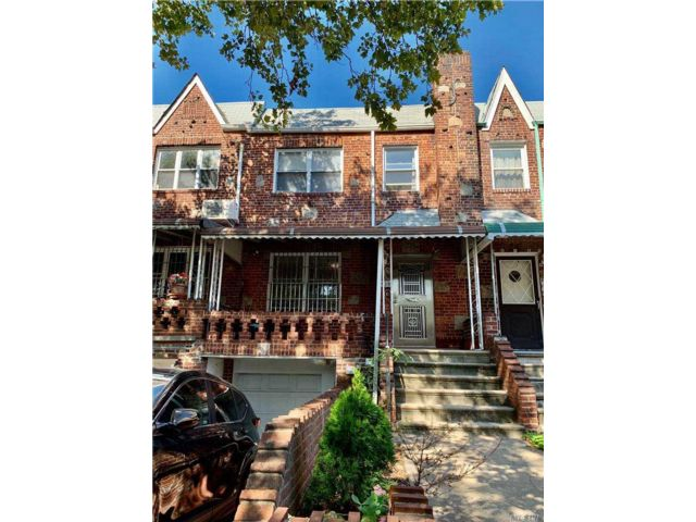 3 BR,  2.00 BTH Colonial style home in Bensonhurst