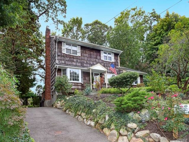 4 BR,  3.00 BTH Colonial style home in Huntington Station