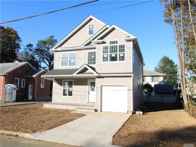5 BR,  3.00 BTH Colonial style home in Uniondale