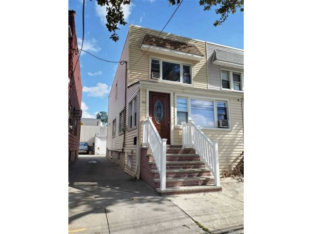 4 BR,  2.00 BTH 2 story style home in Maspeth