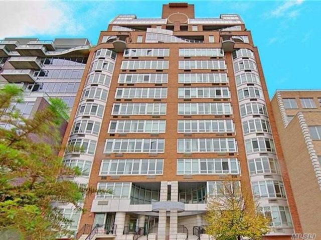 2 BR,  2.00 BTH  High rise style home in Williamsburg