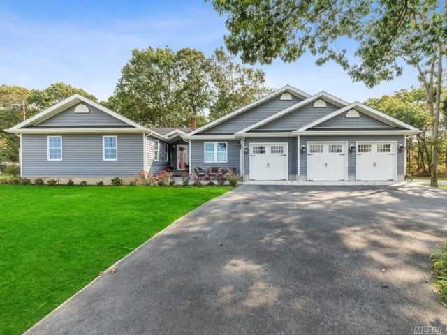 4 BR,  4.00 BTH Ranch style home in Riverhead