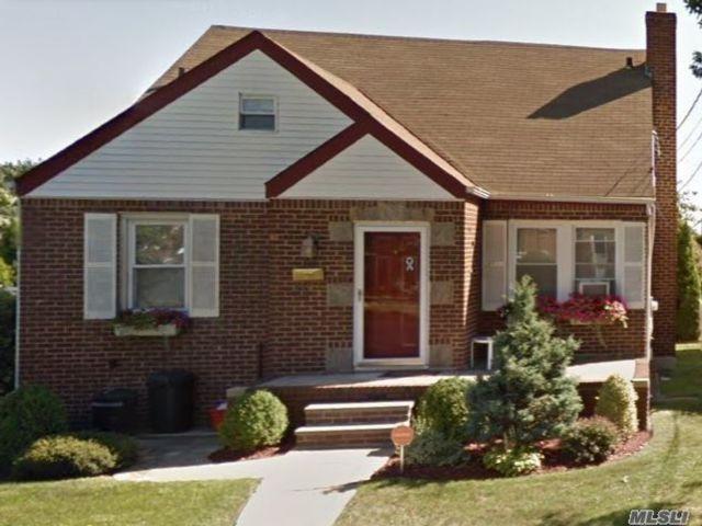 3 BR,  3.00 BTH Cape style home in Franklin Square