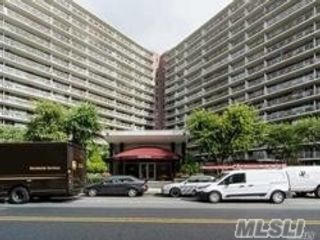 Studio,  1.00 BTH  High rise style home in Rego Park