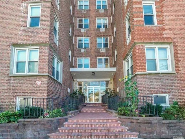 1 BR,  1.00 BTH Mid rise style home in Long Beach
