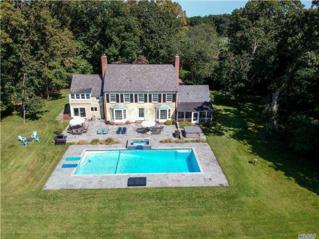 7 BR,  5.00 BTH Colonial style home in Syosset