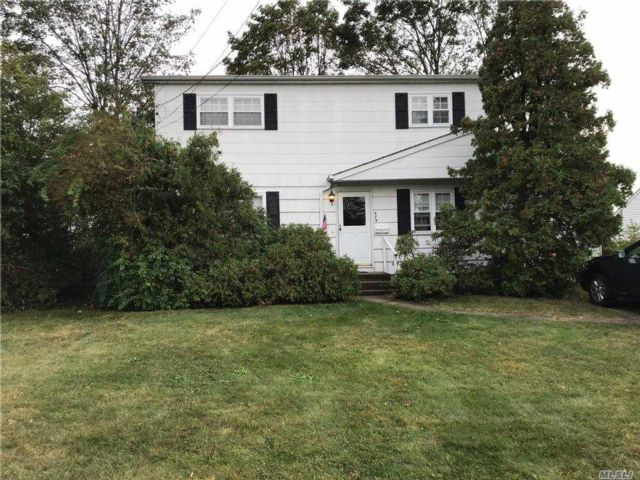 4 BR,  2.00 BTH Colonial style home in West Babylon