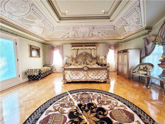 4 BR,  4.00 BTH Mediterranean style home in Whitestone