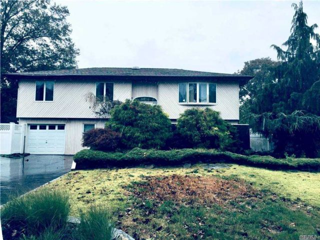 6 BR,  3.00 BTH Hi ranch style home in Islip Terrace