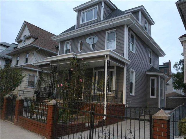 5 BR,  3.00 BTH  Victorian style home in Richmond Hill