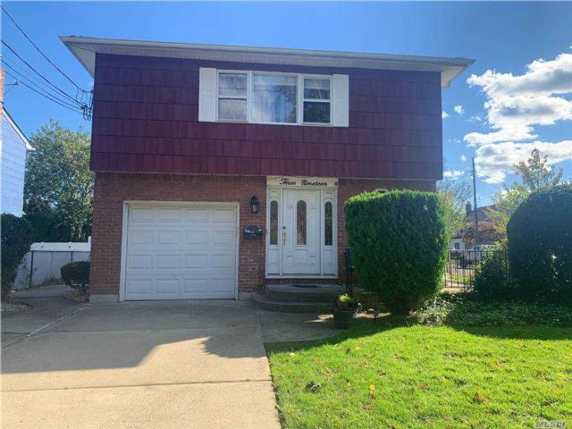 5 BR,  3.00 BTH Hi ranch style home in Mineola