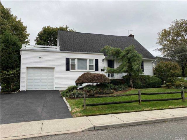 [Woodmere Real Estate, listing number 3167890]