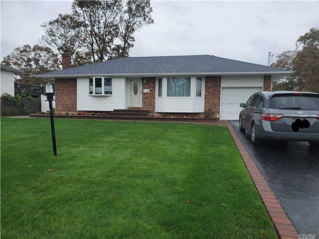 3 BR,  1.00 BTH Ranch style home in Islip Terrace