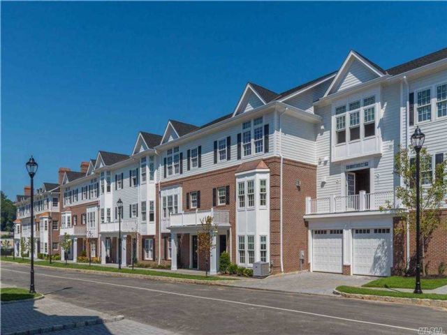 3 BR,  3.00 BTH Townhouse style home in Roslyn