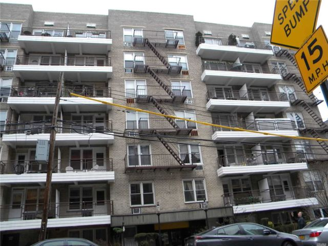 1 BR,  1.00 BTH High rise style home in Astoria