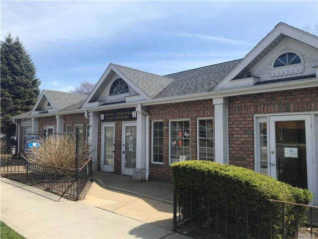 Studio,  0.00 BTH  Commercial style home in Center Moriches