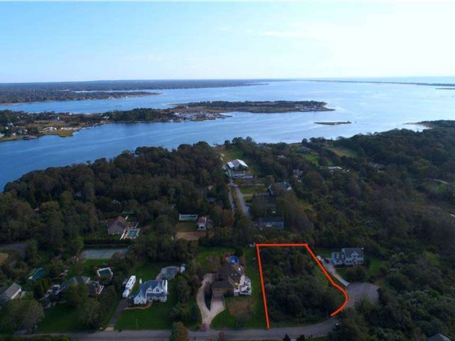 Lot <b>Size:</b> 1 Acre  Land style home in East Moriches