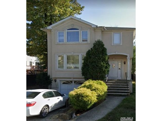 6 BR,  4.00 BTH  Colonial style home in Tottenville
