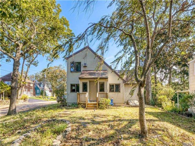 3 BR,  1.00 BTH 2 story style home in Wading River