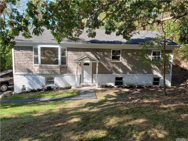5 BR,  3.00 BTH Hi ranch style home in Wading River