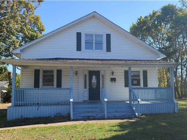 4 BR,  2.00 BTH Other style home in Bay Shore