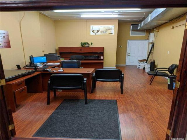 Studio,  0.00 BTH  Commercial style home in Whitestone