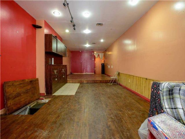 Studio,  0.00 BTH Commercial style home in Richmond Hill