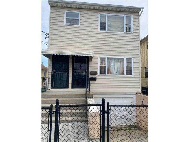 5 BR,  3.00 BTH 2 story style home in Far Rockaway