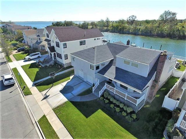 4 BR,  4.00 BTH Contemporary style home in Oceanside