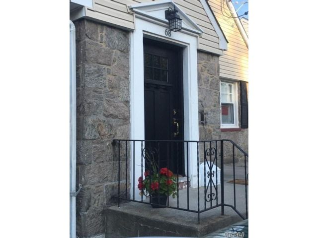4 BR,  3.00 BTH Cape style home in Lynbrook