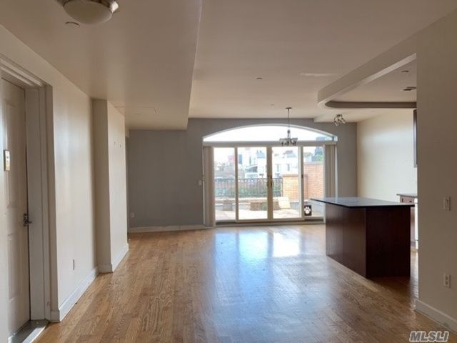 2 BR,  1.00 BTH  High rise style home in Park Slope