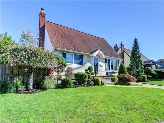 4 BR,  2.00 BTH Exp cape style home in Seaford