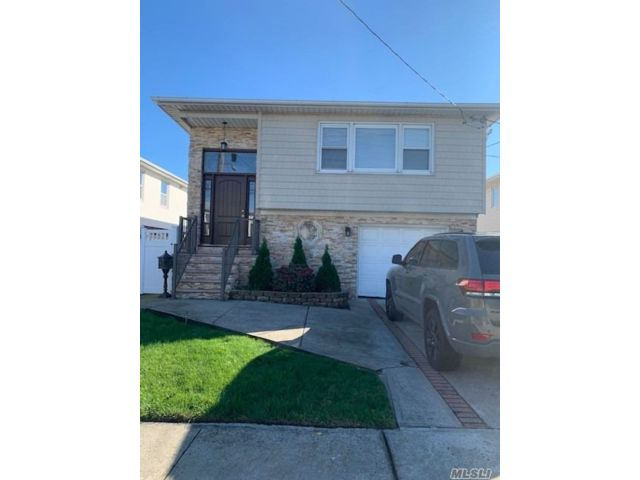 3 BR,  1.00 BTH  Apt in house style home in Howard Beach