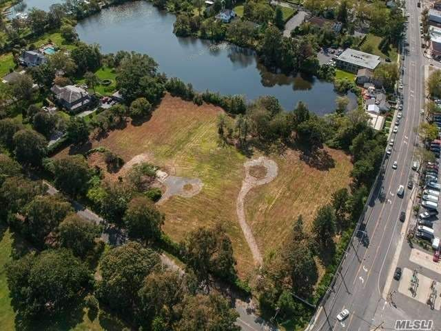 Lot <b>Size:</b> 2.11 acre Land style home in Bay Shore